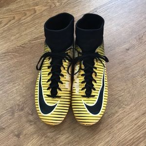 Nike mercurial victory cleats. Size 8.5
